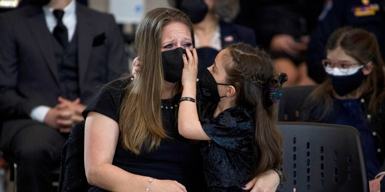 Image: Abigail Evans, 7, the daughter of late U.S. Capitol Police Officer William Evans, and her mother Shannon Terranova, pay their respects as his remains lie in honor in the Capitol rotunda on April 13, 2021.