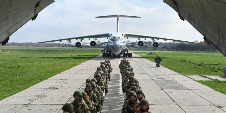 Image: Russian paratroopers take part in drills at a military aerodrome in Taganrog