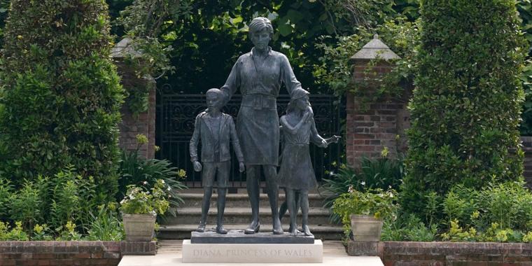 Image: Diana, Princess Of Wales Statue At Kensington Palace