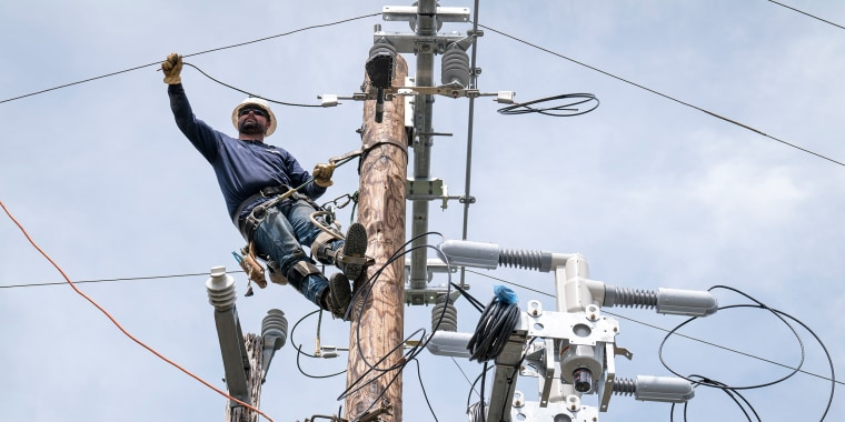 Image: PG&E Crews Install Line Technology To Reduce Impact Of Public Safety Power Shutoffs