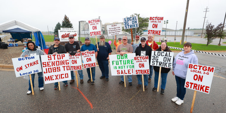 Image: Kellogg's Cereal Plant Workers Go On Strike