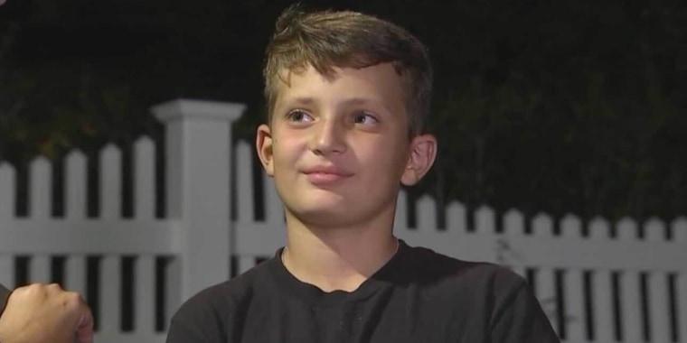 Gavin Roberts, de 12 años, se vacunó este domingo contra el COVID-19.