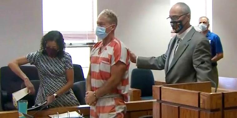 Morphew fue arrestado el 5 de mayo y fue liberado el lunes 20 de septiembre.