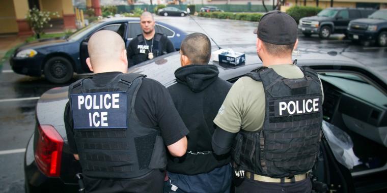 Redada de agentes del ICE contra inmigrantes en Los Ángeles, California, el martes 7 de febrero de 2017.