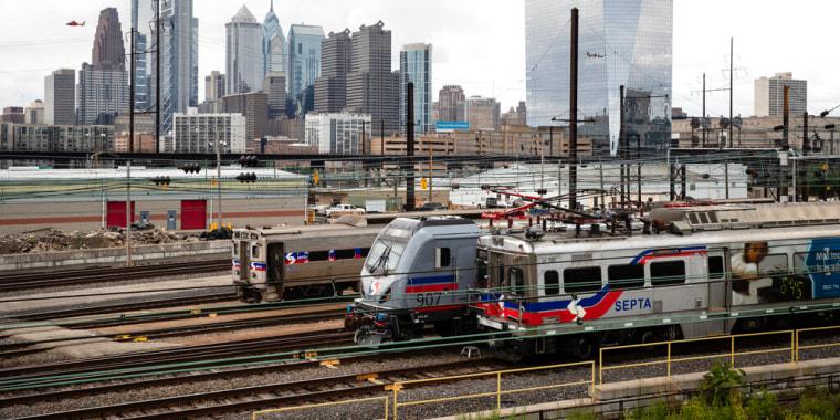 Un grupo de trenes estacionados en Filadelfia, el 19 de junio de 2019.