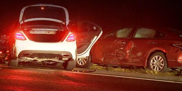 Funcionarios de la Patrulla de Carreteras investigan si el accidente fue ocasionado por una carrera callejera.