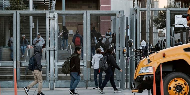 Medidas disciplinarias de las escuelas, como sanciones y explusiones, afectan a los alumnos de minorías de forma desproporcionadas en California, según estadísticas.