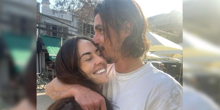 Zuria Vega y Alberto Guerra abrazados