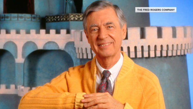 Tom Hanks Transforms Into Mister Rogers For New Movie See The Photo