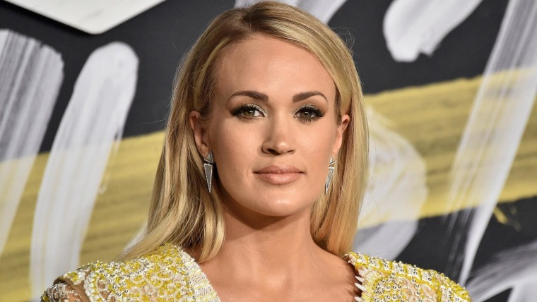 Carrie Underwood Joined By Husband And Son At Walk Of Fame Ceremony