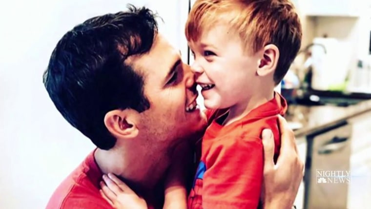 Country Singer Granger Smith S 3 Year Old Son Dies In Tragic