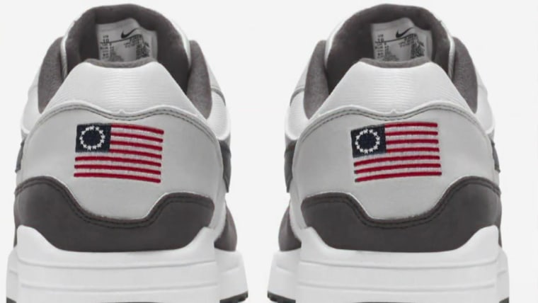 Amazonas oficial compras Nike pulls Betsy Ross flag shoes after Kaepernick complaint ...