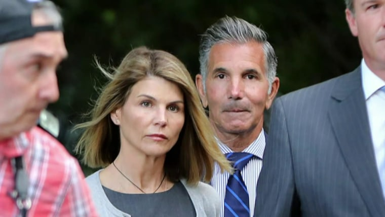 Lori Loughlin to plead guilty in college admissions scandal