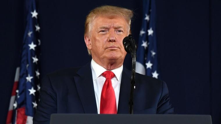 """Trump recule, fini d'être la """" voix quotidienne """" de la réponse aux coronavirus"""