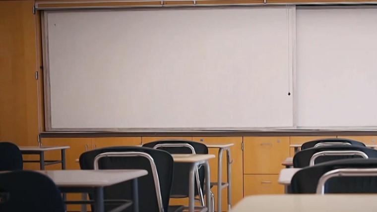 Les écoles font face à une crise des enseignants suppléants.  Ces quartiers font preuve de créativité pour y remédier.