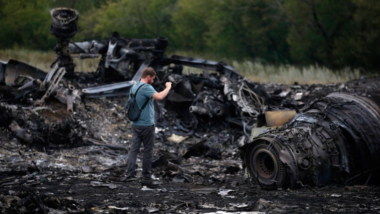 MH17: Rescuers find 251 bodies at crash site