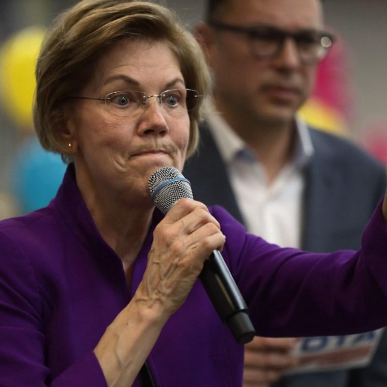 Image: Elizabeth Warren Campaigns In Nevada Ahead Of Caucus