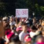 Manifestantes se manifiestan contra la ley antiaborto en el Capitolio de Texas, en Austin, el 2 de octubre.