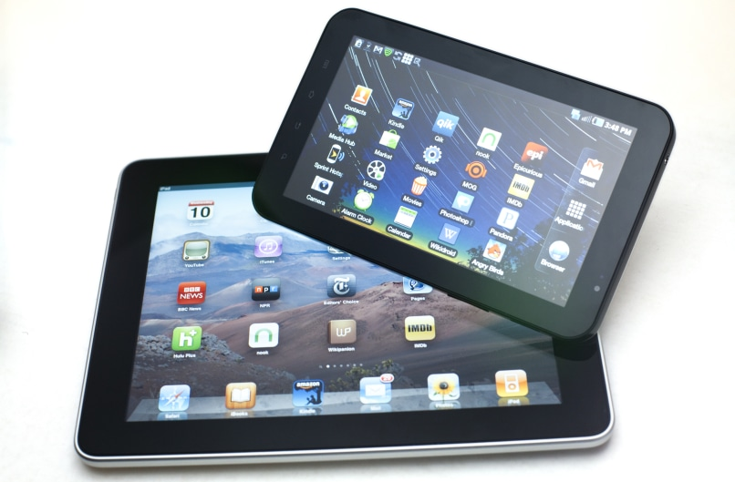 Image: iPad and Galaxy Tab