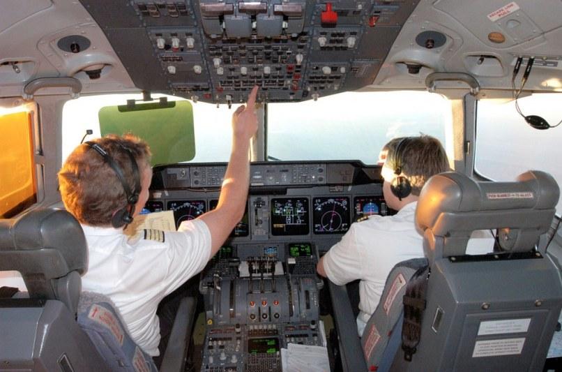 Image: Pilot und Copilot im Cockpit