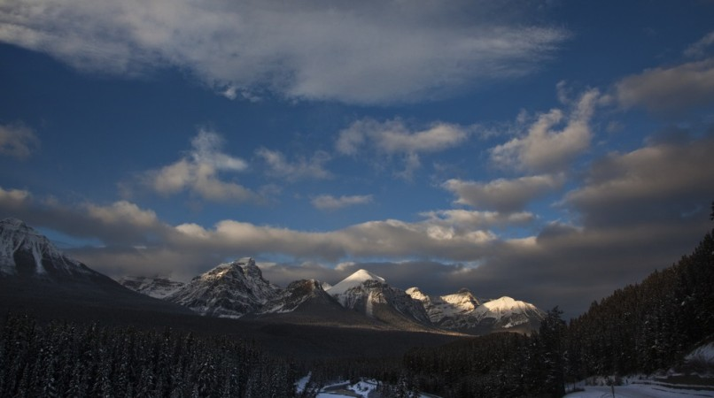 Image: A mountain range inside Banff National Park