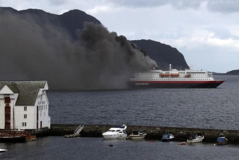 Image: Cruise ship burning in Norway