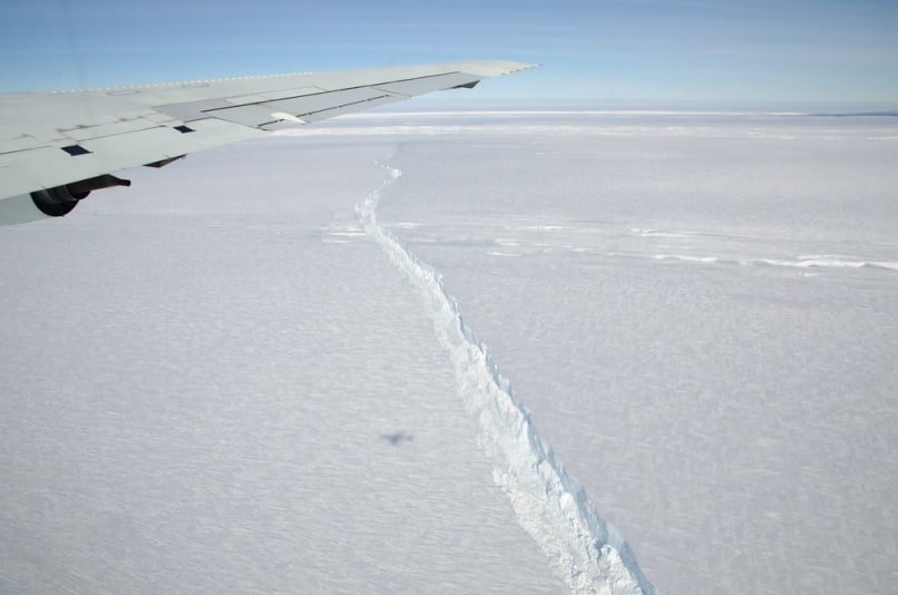 Image: Crack in ice shelf
