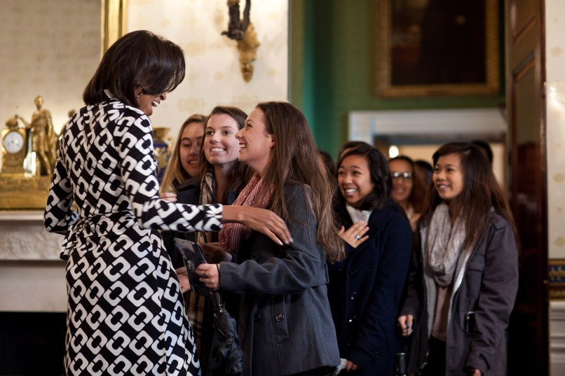 Image: Michelle Obama greeting tourists in the White House