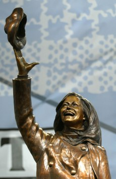 Image: Mary Tyler Moore statue in Minneapolis