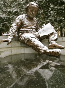 Image: the Albert Einstein statue in Washington D.C.