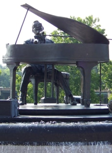 Image: Ray Charles statue in Albany, Ga.