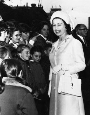 Image: Queen Elizabeth II in Hobart, Australia