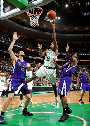 Image: Rajon Rondo lays it in the basket