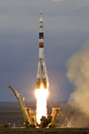 Image: Russian Soyuz TMA-14 spacecraft blasts off from Baikonur cosmodrome