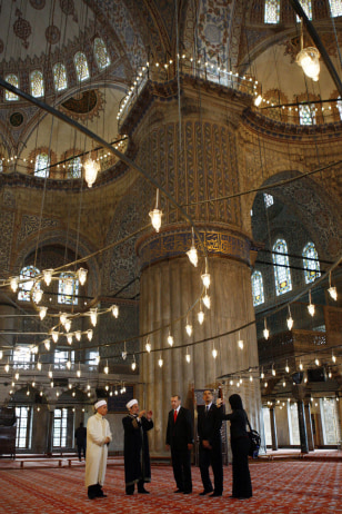 Image: President Barack Obama visits the Blue Mosque