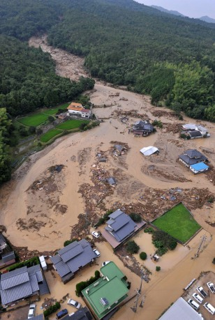 Image: Houses demolished by mudslides in Japan