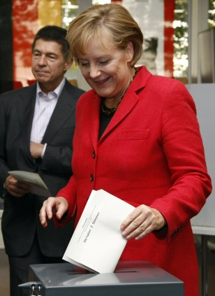 Image: German Chancellor Merkel casts her ballot in the German general election