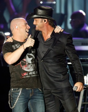 Image: Chris Daughtry and Tim McGraw on stage at the Agassi benefit