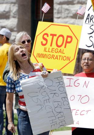 Image: Ariz. immigration rally