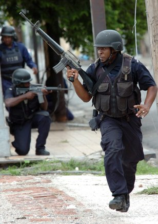 Image: Jamaican soldiers patrol Kingston