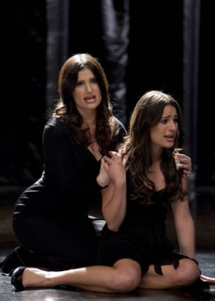 "Image: Idina Menzel, Lea Michele on ""Glee"""
