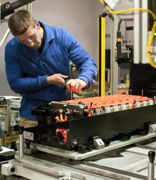 Image: Inspecting a lithium-ion battery in Michigan