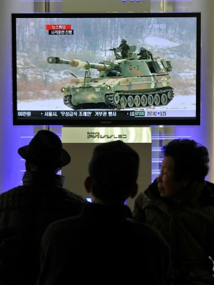 Image: South Koreans watch a live TV breaking news about South Korea's live fire artillery at Seoul train station in Seoul