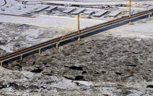 Image: Ice backs up on Mississippi River