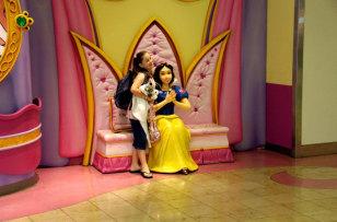 Image: Snow White, Orlando International Airport