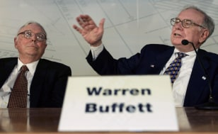 Image: Warren Buffett, right, and Charlie Munger.