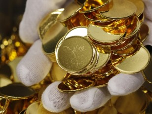 Image: A fistful of uncoined gold mints