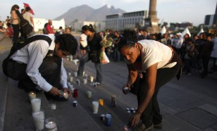Image: Residents light candles during a protest in Monterrey