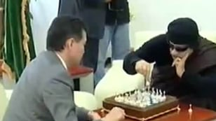 Image: Gadhafi playing chess with