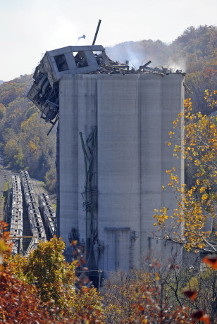 Image: Remains of a grain elevator following a grain dust explosion in Atchinson, Kansas